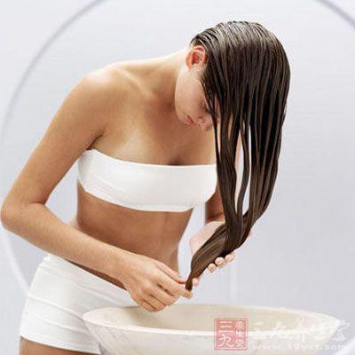啤酒洗头,可治疗头皮瘙痒、头屑过多,还可润泽头发